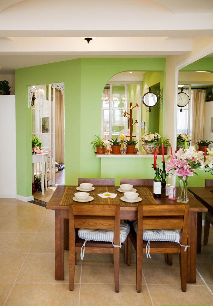 像欧式实木餐桌椅和传统式的红木桌椅都是很好的选择.
